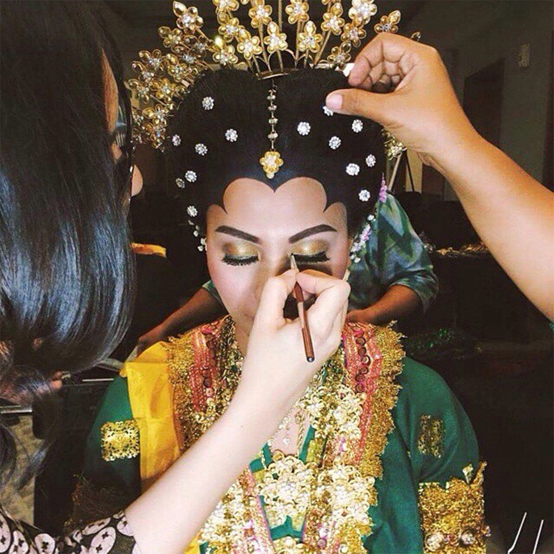 Traditional Indonesian Wedding Makeup : 71 Best Traditional Indonesian Wedding Moments ...