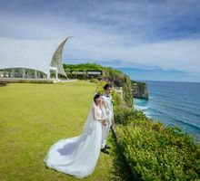 Happy Couple in a happy place by Max.Mix Photograph