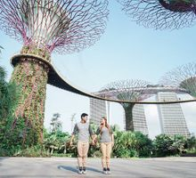 """Kristian and Kristine """"Chasing love amongst Marina Bay Sands Singapore"""" by Gardens by the Bay"""