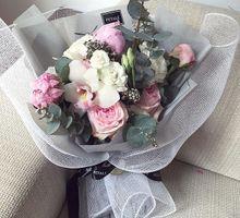 Hand Bouquet by Petalé Flowers