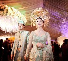 Traditional Wedding by Momentochronos
