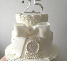 Anniversaries by SALTS Cake Couture