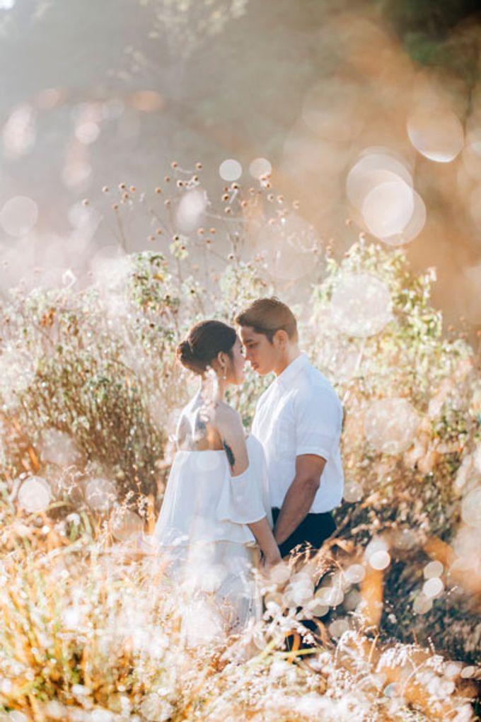 Bali Engagement Portrait by Max.Mix Photograph - 005