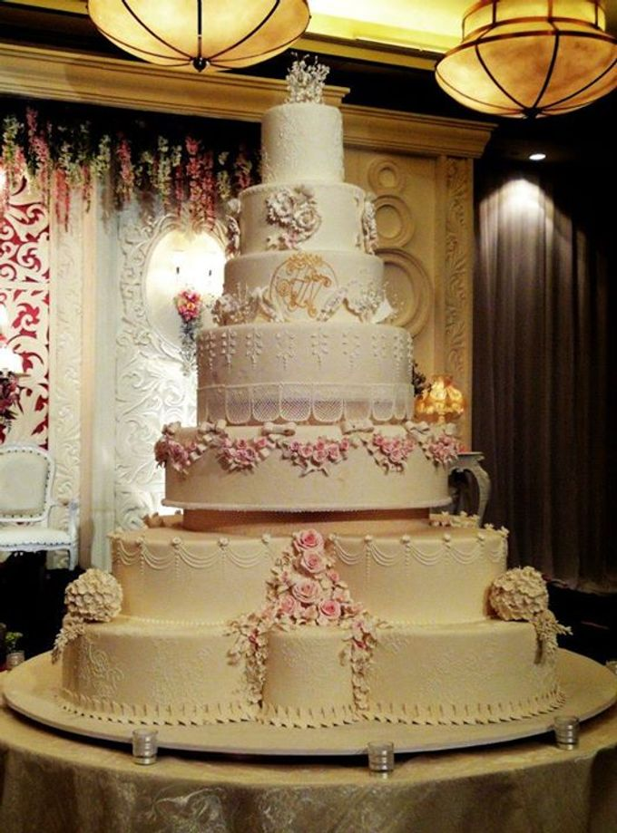 7 tier wedding cake 7 tiers wedding cake by lenovelle cake bridestory 10507