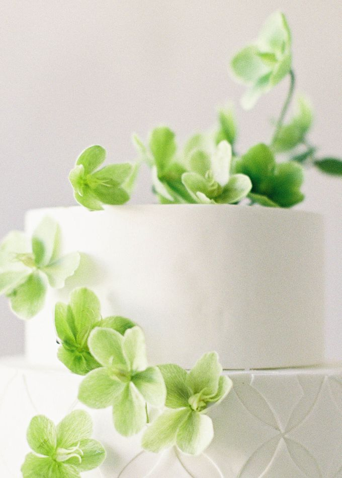 Lush Botanical Cake Design Inspiration for the Naturalist Bride by Jen Huang Photo - 016