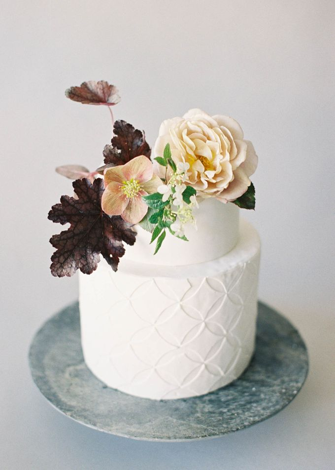 Lush Botanical Cake Design Inspiration for the Naturalist Bride by Jen Huang Photo - 020