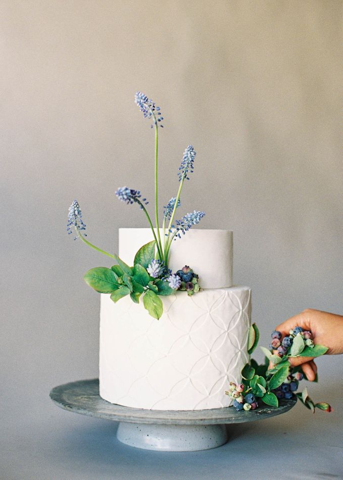 Lush Botanical Cake Design Inspiration for the Naturalist Bride by Jen Huang Photo - 006