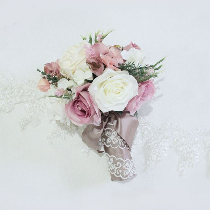 Natural Pink Bridesmaid handbouquet by Cup Of Love Design Studio - 002