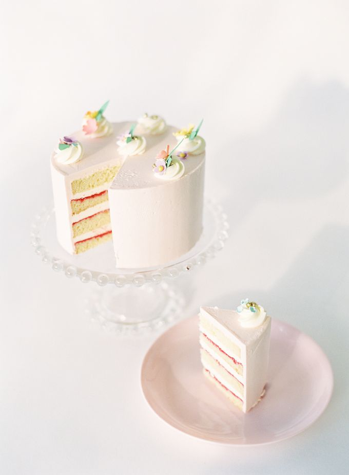 Colorful and Romantic Wedding Cake Inspiration by Jen Huang Photo - 004