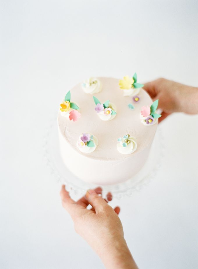 Colorful and Romantic Wedding Cake Inspiration by Jen Huang Photo - 011