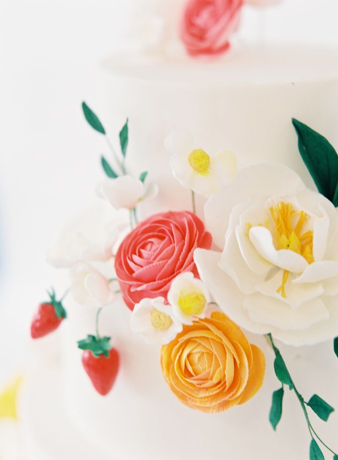 Colorful and Romantic Wedding Cake Inspiration by Jen Huang Photo - 013