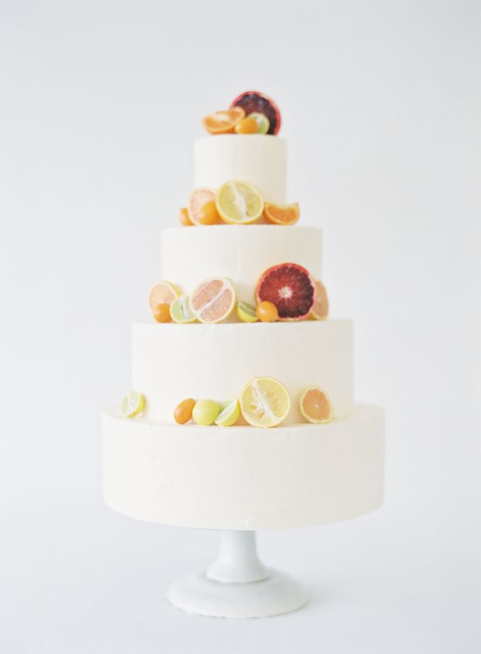 Colorful and Romantic Wedding Cake Inspiration by Jen Huang Photo - 014