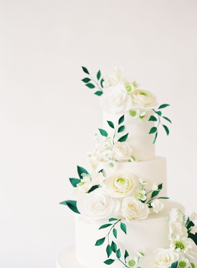 Colorful and Romantic Wedding Cake Inspiration by Jen Huang Photo - 021
