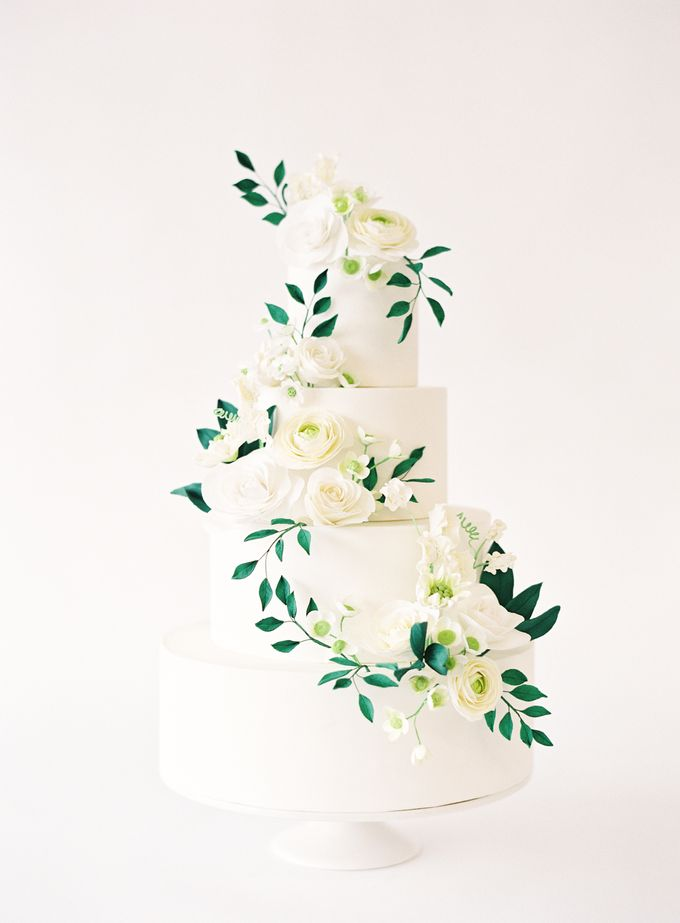 Colorful and Romantic Wedding Cake Inspiration by Jen Huang Photo - 022