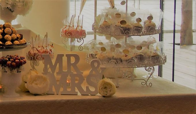 Gold and Soft White Dessert Table by Marina Bay Sands - 005