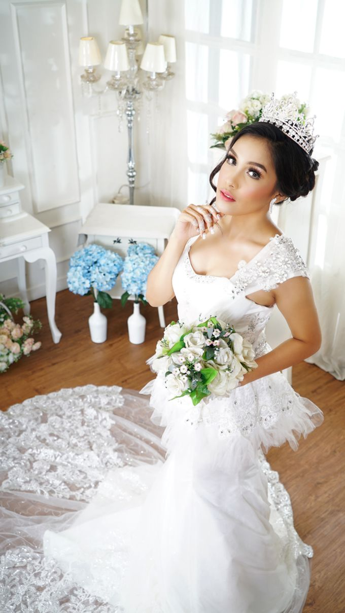Lookbook Winona Bridal Collections by Winona Makeup & Bridal - 007