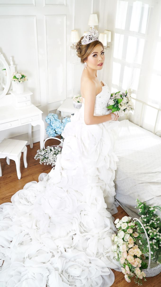 Lookbook Winona Bridal Collections by Winona Makeup & Bridal - 009